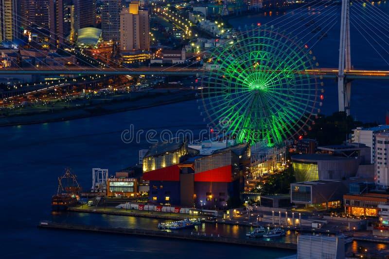 Arquitetura da cidade na noite de Osaka Bay imagens de stock royalty free