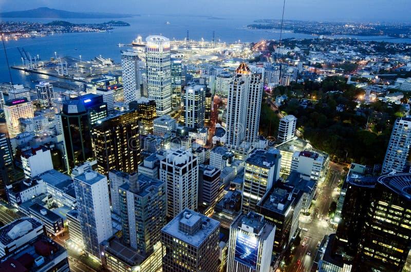 Arquitetura da cidade na noite - Nova Zelândia NZ de Auckland CBD foto de stock