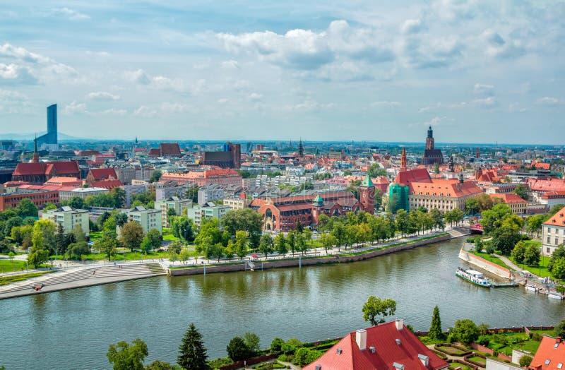 Arquitetura da cidade panorâmico aérea de Wroclaw fotos de stock royalty free