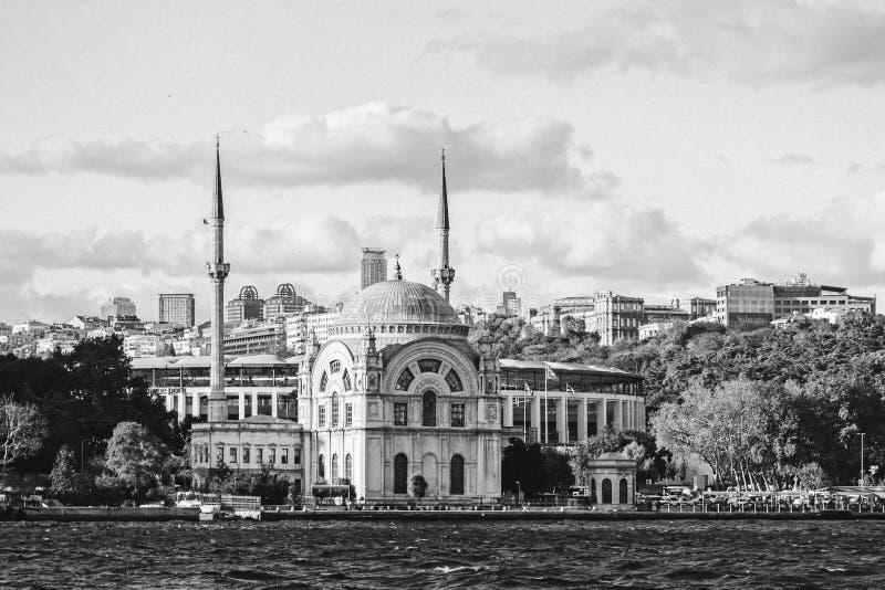 Arquitetura da cidade preto e branco em Istambul fotos de stock