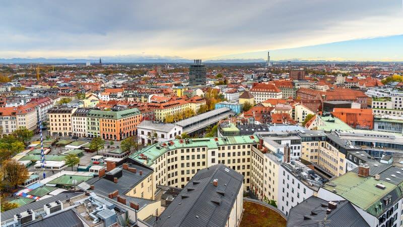 Arquitetura da cidade a?rea do centro hist?rico de Munich com o Viktualienmarkt no quadrado germany foto de stock