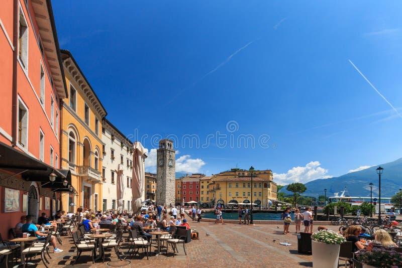 Arquitetura da cidade Riva del Garda, Itália imagens de stock royalty free