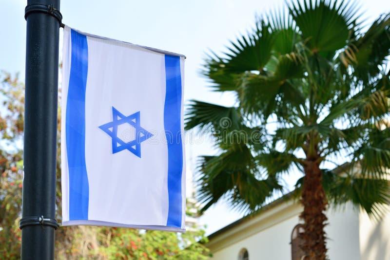 Arquitetura da cidade da skyline com o telefone israelita nacional Aviv Israel da bandeira foto de stock royalty free