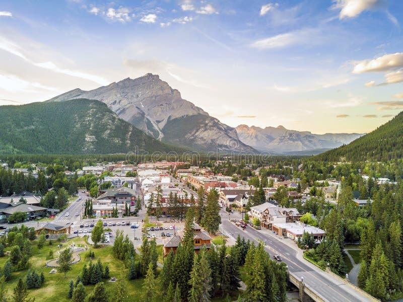 Arquitetura da cidade surpreendente de Banff em Rocky Mountains, Alberta, Canadá imagens de stock
