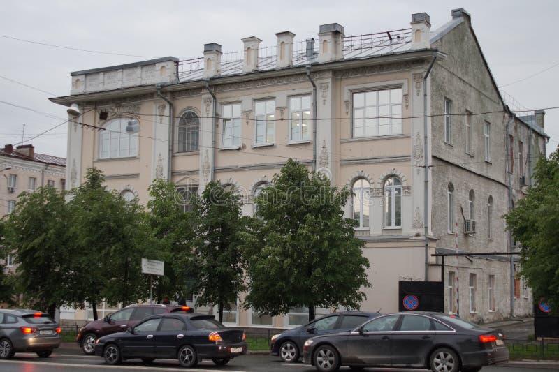 Arquitetura da cidade: um monumento da história e da arquitetura, rua de 37 Malyshev fotos de stock