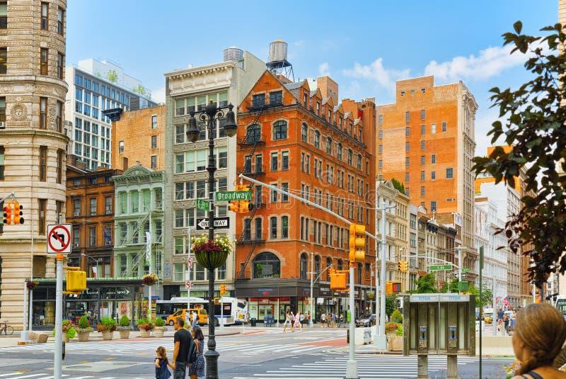 Arquitetura da cidade urbana de New York Cruz da rua e do Broadwa do leste 23 imagens de stock royalty free