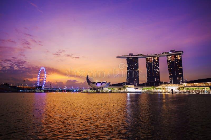 Arquitetura da cidade urbana de Singapura com nascer do sol imagens de stock