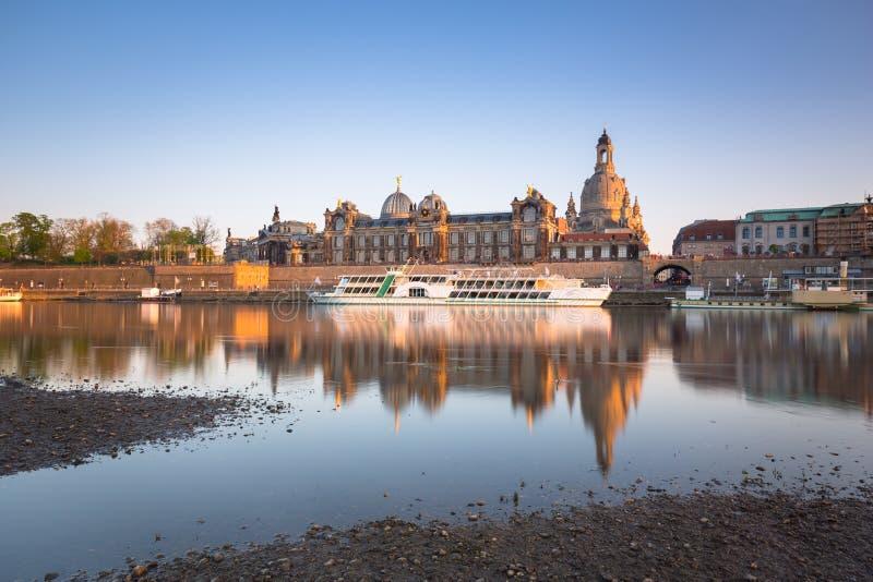 Arquitetura da cidade da cidade velha de Dresden em Elbe River, Saxony germany fotografia de stock