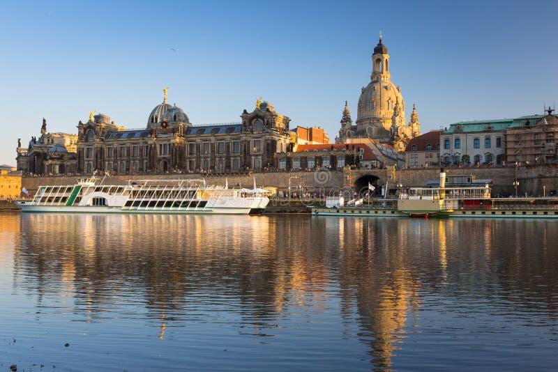Arquitetura da cidade da cidade velha de Dresden em Elbe River, Saxony germany imagem de stock royalty free