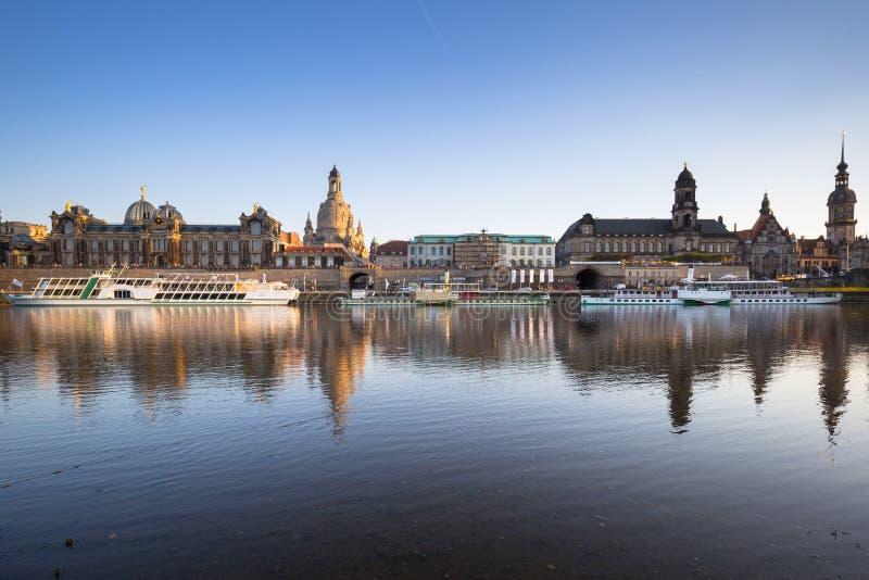 Arquitetura da cidade da cidade velha de Dresden em Elbe River, Saxony germany imagens de stock