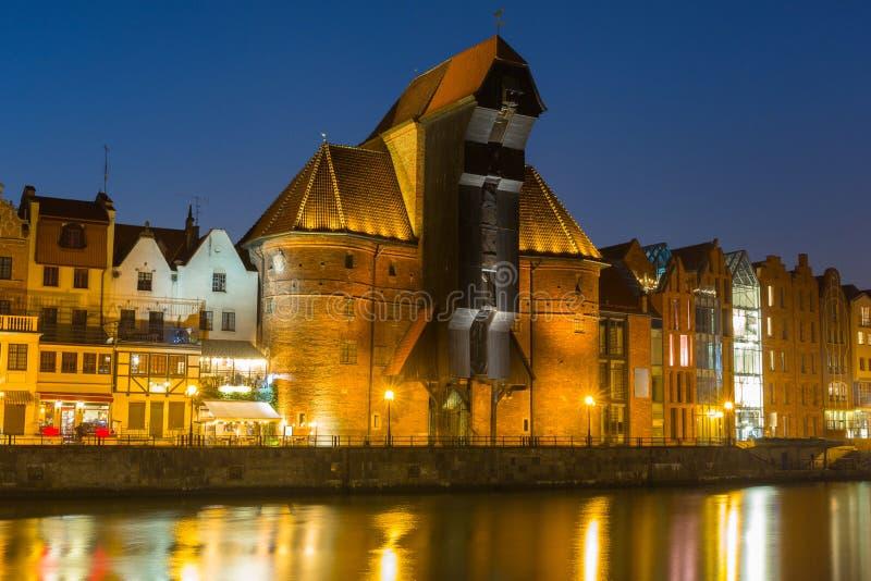 Arquitetura da cidade velha de Gdansk com o guindaste histórico no rio de Motlawa, Polônia imagens de stock