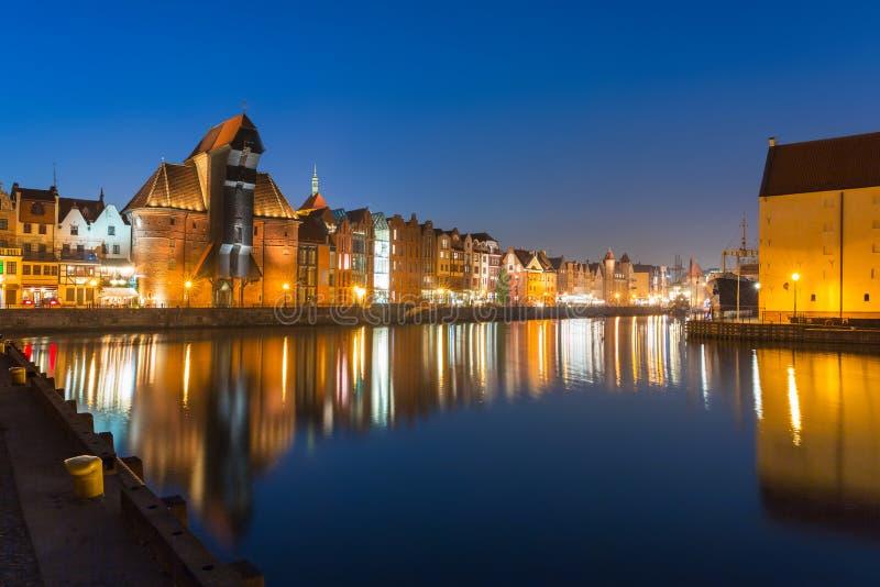 Arquitetura da cidade velha de Gdansk com o guindaste histórico no rio de Motlawa, Polônia imagens de stock royalty free