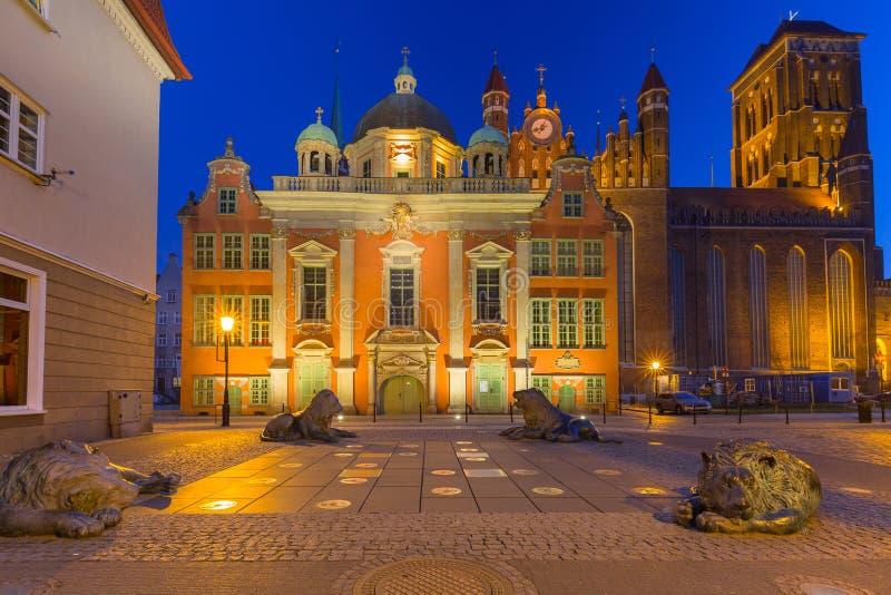 Arquitetura da cidade velha de Gdansk com St Mary ' basílica de s, Polônia foto de stock royalty free