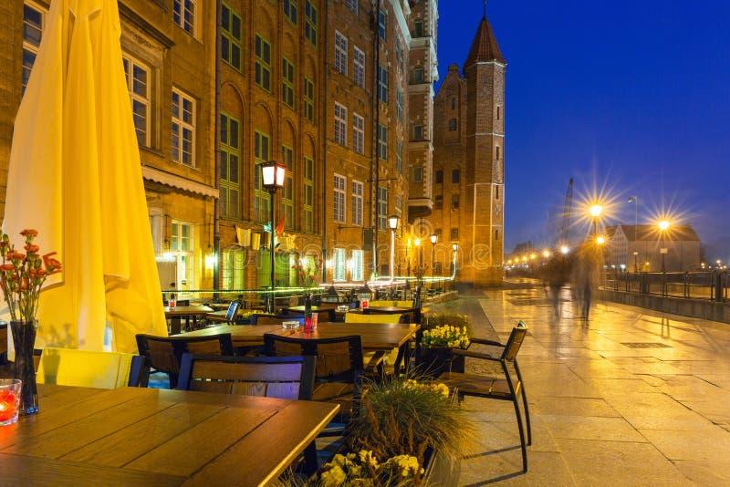 Arquitetura da cidade velha de Gdansk no rio de Motlawa, Polônia imagem de stock royalty free