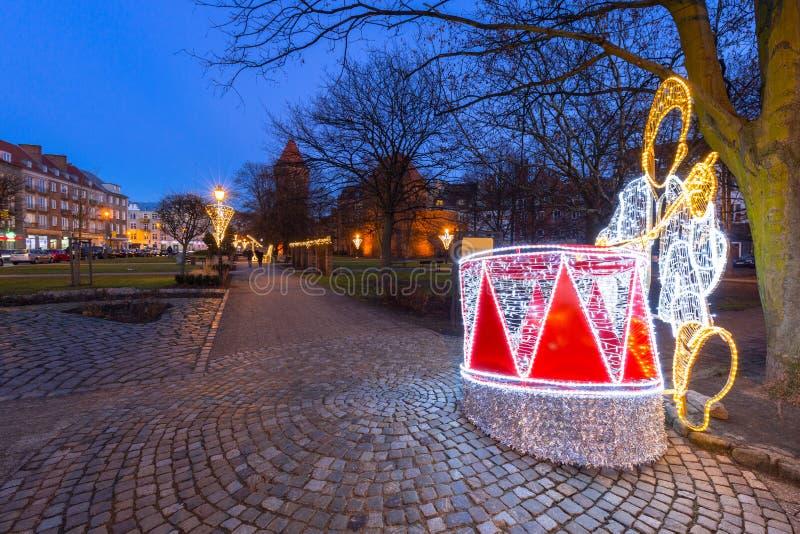 Arquitetura da cidade velha em Gdansk no crep?sculo com luzes de Natal, Pol?nia foto de stock royalty free