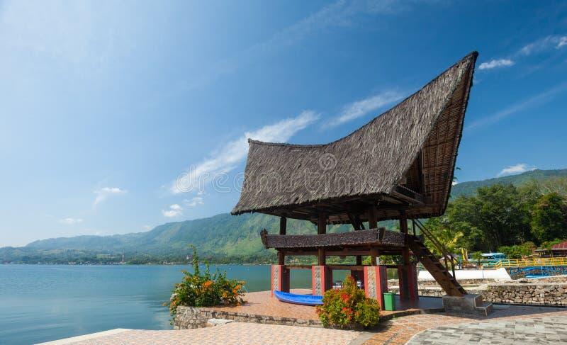 Arquitetura de Batak, Tuk Tuk Samosir fotografia de stock royalty free
