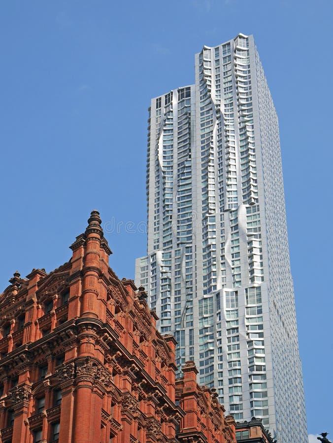 Arquitetura de contraste de Manhattan fotografia de stock