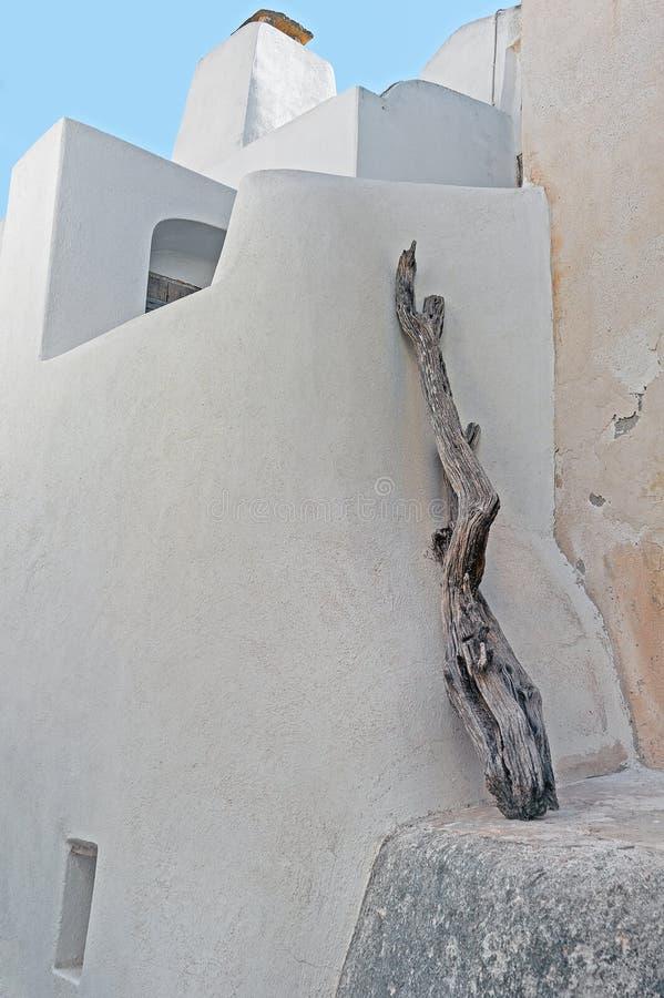 Arquitetura de Emporio e um ramo de madeira em Santorini, Grécia fotos de stock