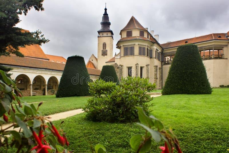 Arquitetura de Europa Edifício preto e branco velho em Chester Jarda do país imagens de stock royalty free