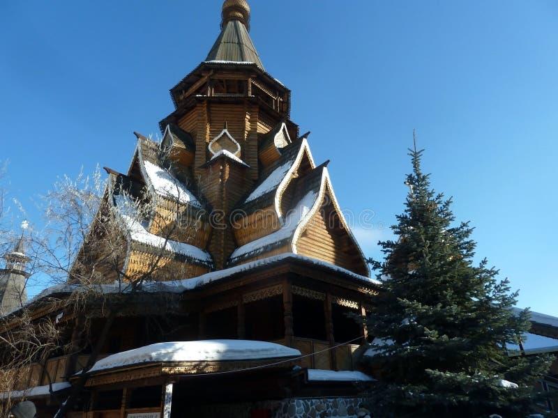Arquitetura de madeira tradicional velha de Russin fotografia de stock