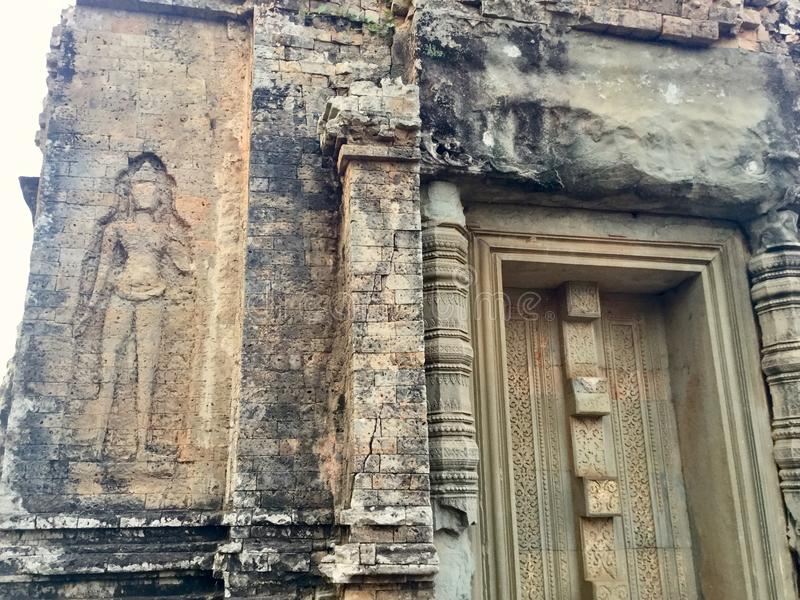 Arquitetura Devata Bas Relief Templo hindu, Siem Reap, Camboja foto de stock royalty free
