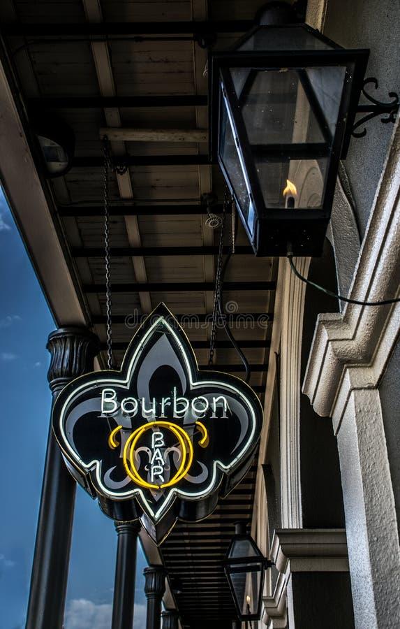 Arquitetura do bairro francês de Nova Orleães - rua de Bourbon fotografia de stock