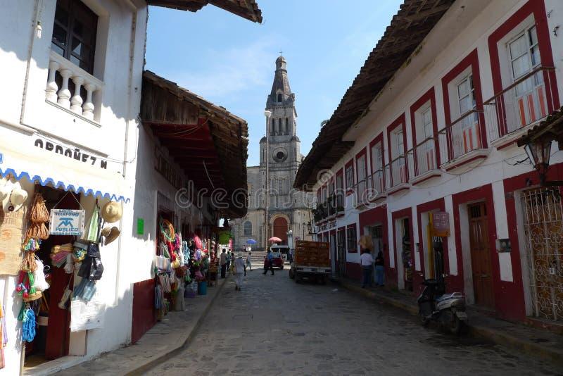 A arquitetura do magico do povoado indígeno de Cuetzalan relacionou-se ao presidente esquerdista do partido em relação à luta da  foto de stock royalty free