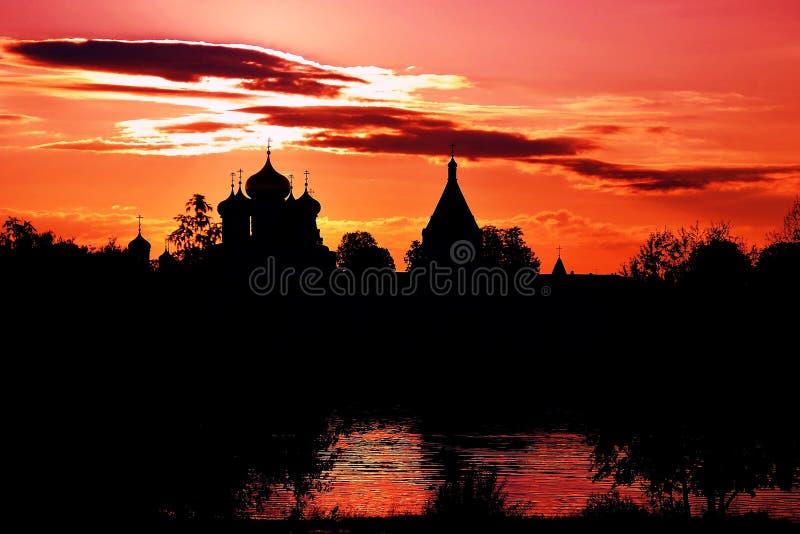 Arquitetura do monastério de Ipatevsky em Kostroma, Rússia Marco popular imagens de stock