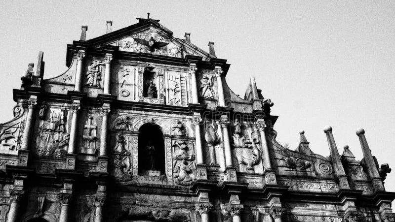 Arquitetura do monumento de Macau preto e branco imagem de stock royalty free