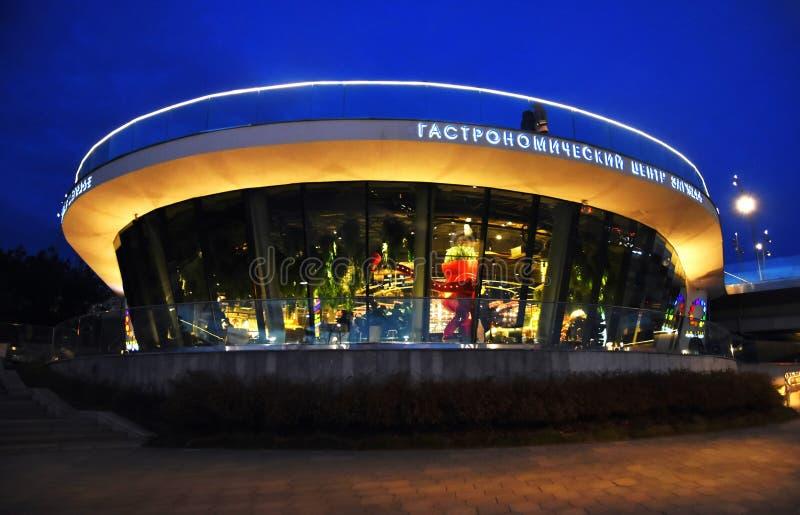 Arquitetura do parque de Zaryadye em Moscou Centro Gastronomical imagens de stock