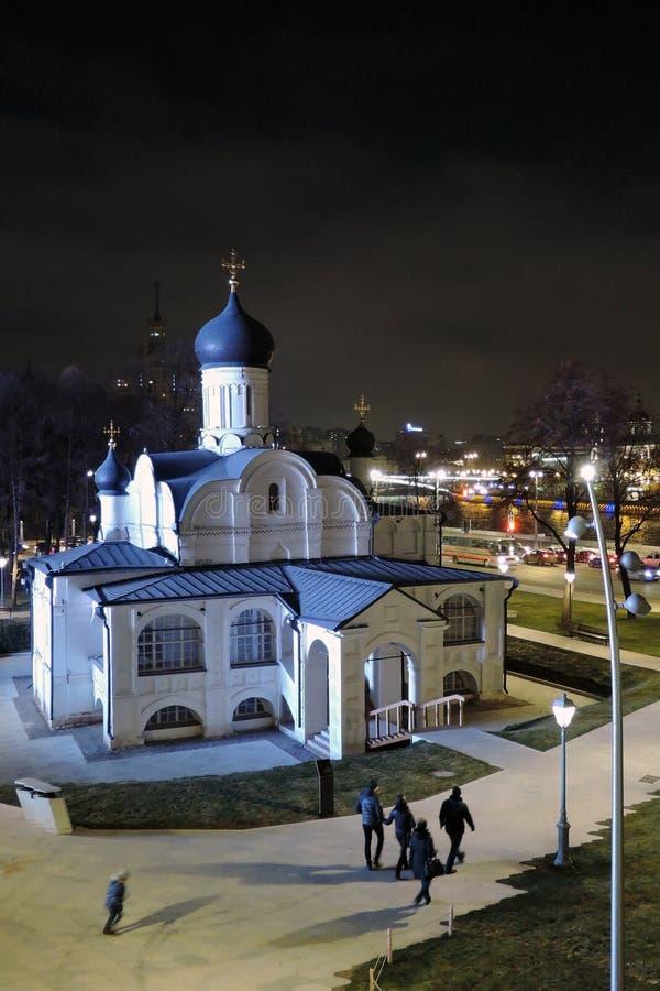 Arquitetura do parque de Zaryadye em Moscou Igreja da concepção de St Anne imagens de stock royalty free