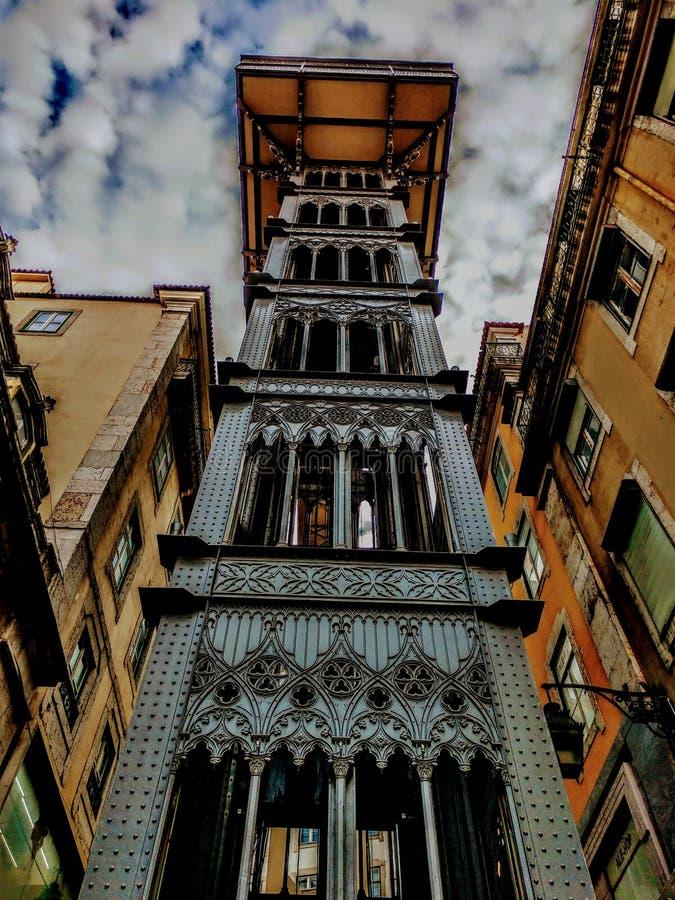 Arquitetura europeia surpreendente da construção velha da cidade de Lisboa fotografia de stock royalty free