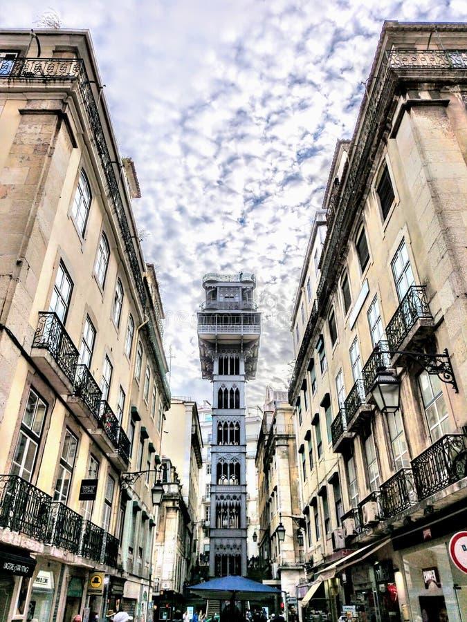 Arquitetura europeia surpreendente da construção velha da cidade de Lisboa imagens de stock