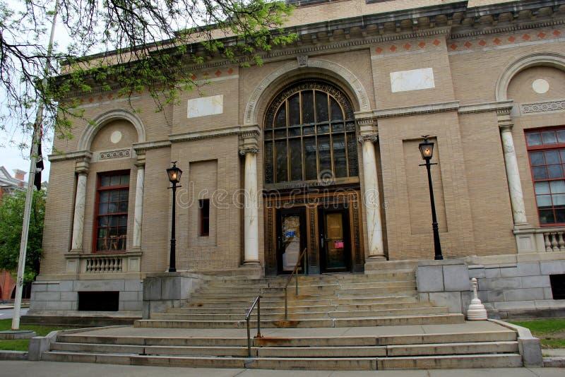 Arquitetura exterior da construção histórica, a estação de correios do Estados Unidos, Saratoga Springs, New York, 2017 fotografia de stock royalty free