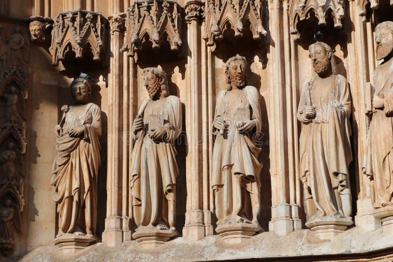 Arquitetura exterior na catedral de Tarragona, Espanha Tiro em junho de 2018 imagem de stock royalty free