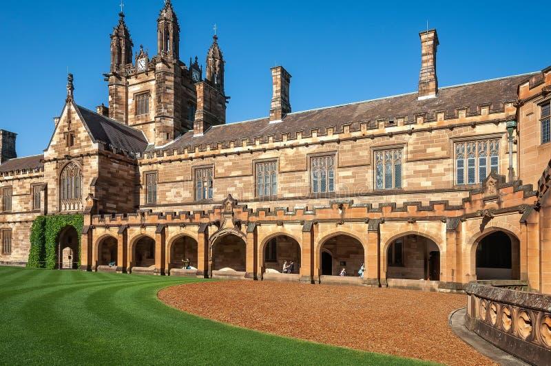Arquitetura gótico do renascimento em Sydney University, Austrália fotografia de stock