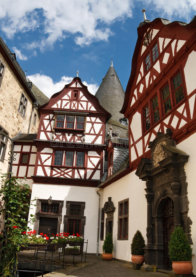 Arquitetura Half-Timbered em Schloss Buerresheim imagens de stock