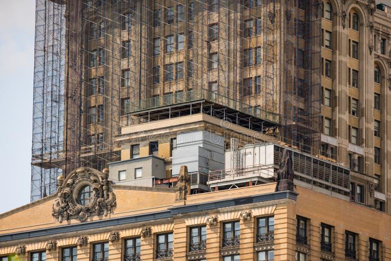 Arquitetura highrise de New York sob o reparo fotografia de stock royalty free