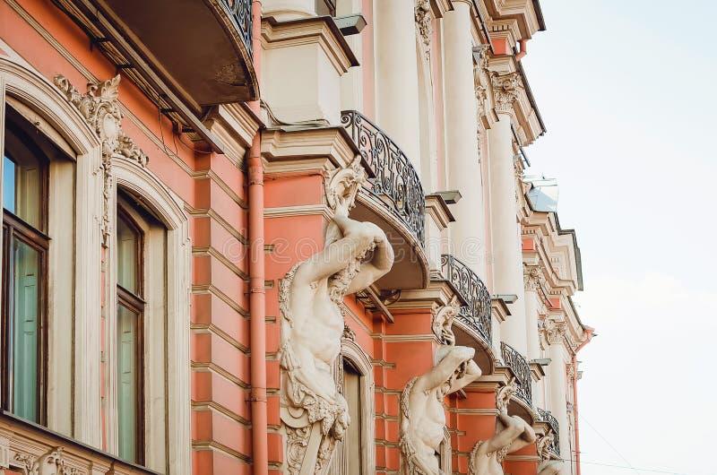 Arquitetura histórica bonita da cidade de St Petersburg Detalhes e elementos de imagem de stock royalty free