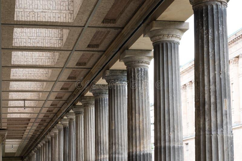 A arquitetura histórica, colunas na galeria nacional velha em seja fotos de stock royalty free