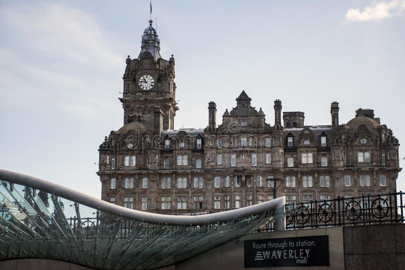 Arquitetura histórica do projeto do trilho do estação de caminhos-de-ferro de Waverley da cidade de Edimburgo fotos de stock