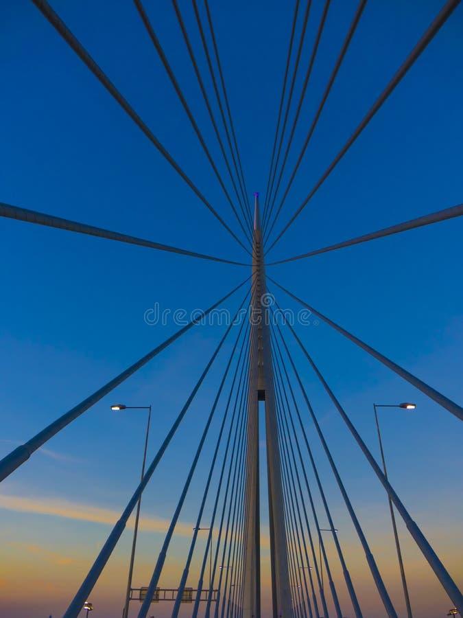 Arquitetura impressionante da ponte na capital da Sérvia imagem de stock royalty free