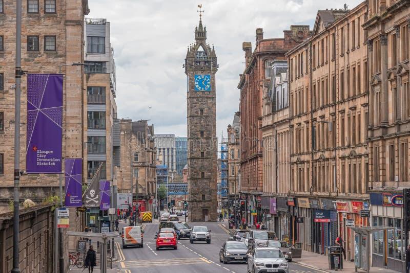 A arquitetura impressionante da rua principal velha Glasgow da torre e do pulso de disparo do Tollbooth fotografia de stock royalty free
