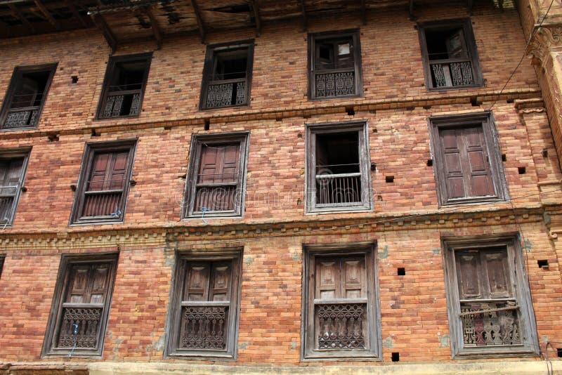 A arquitetura interessante de uma casa: portas, paredes, e windo imagens de stock royalty free