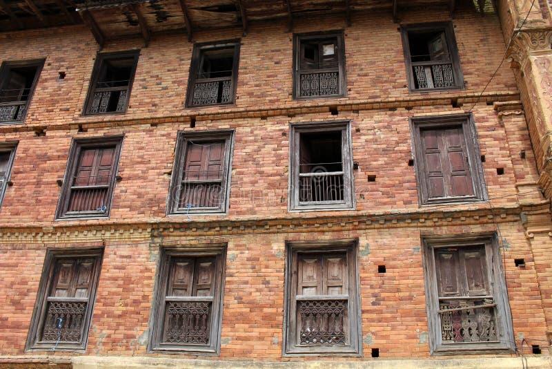 A arquitetura interessante de uma casa: portas, paredes, e windo fotografia de stock royalty free