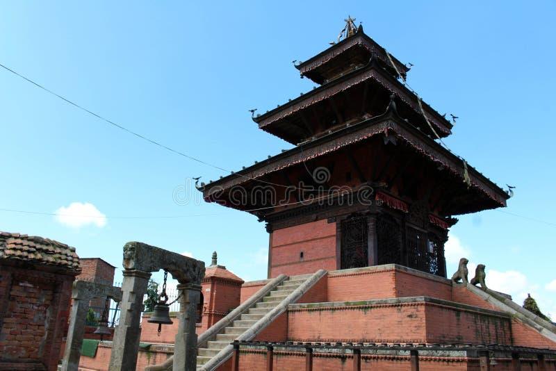 A arquitetura interessante dos templos em torno da cidade velha em D imagens de stock