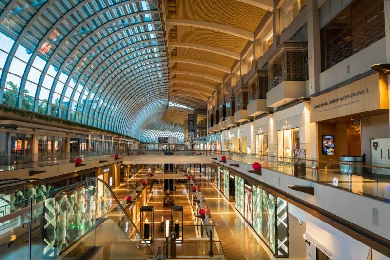 Arquitetura interior do shopping de Marina Bay Sands imagem de stock