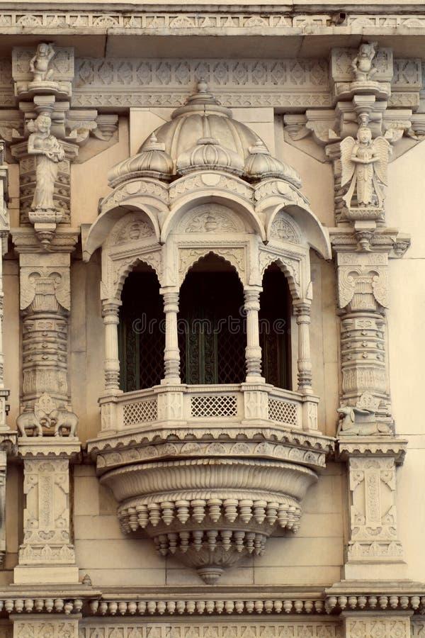 Arquitetura Jain das janelas do templo, perto do mercado de Shivaji do chatrapati, acampamento, Pune, Maharashtra foto de stock royalty free