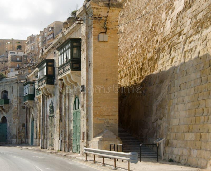 Arquitetura maltesa tradicional em Valletta, Malta imagem de stock