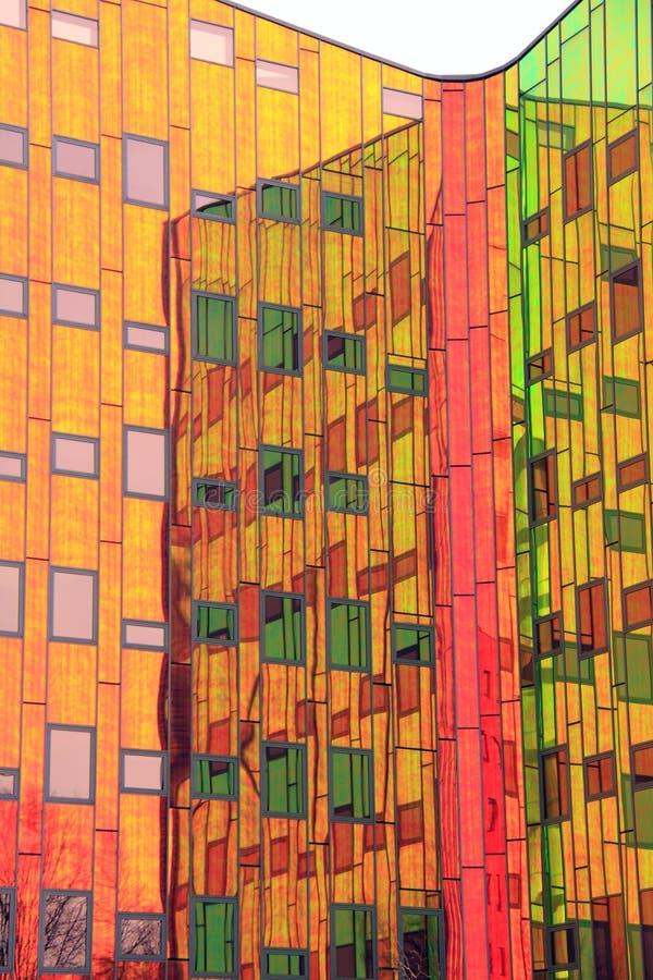 Arquitetura moderna colorida do escritório foto de stock